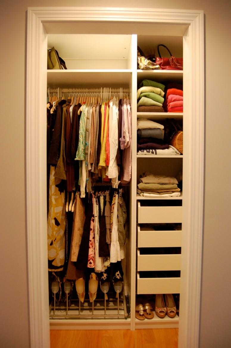 Closets Pequenos – 24 Ideias Práticas e Lindas Para Te Inspirar-14