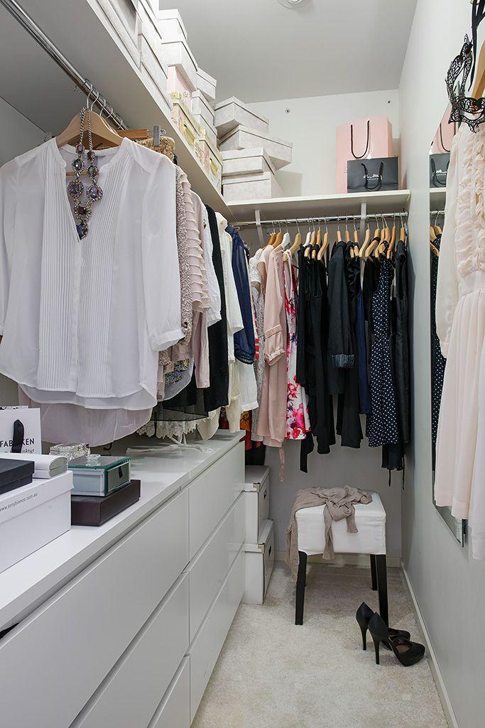 Closets Pequenos – 24 Ideias Práticas e Lindas Para Te Inspirar-19