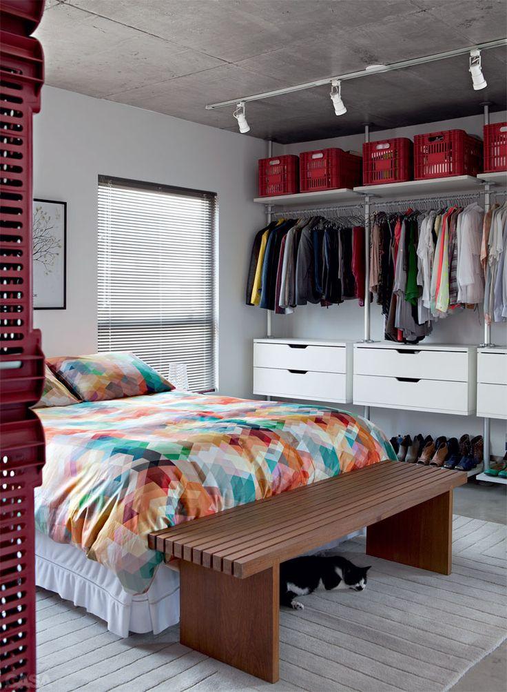 Closets Pequenos – 24 Ideias Práticas e Lindas Para Te Inspirar-23