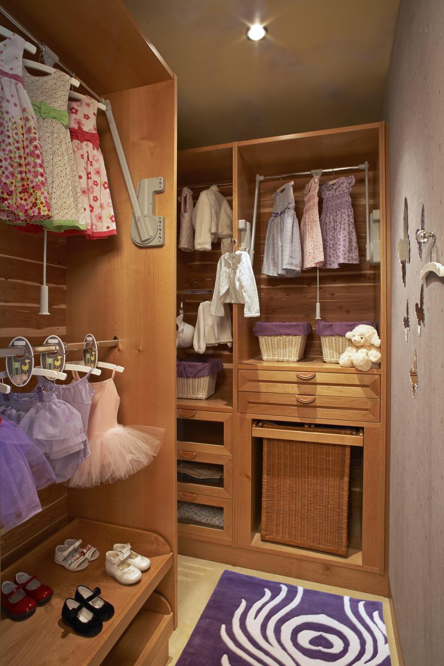 Closets Pequenos – 24 Ideias Práticas e Lindas Para Te Inspirar-10