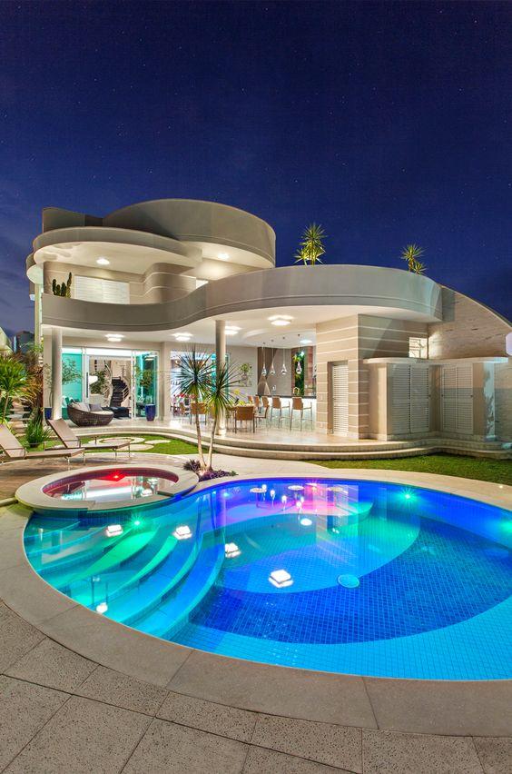 Modelos de casas modernas x ideias para se inspirar for Casas con piscina interior fotos