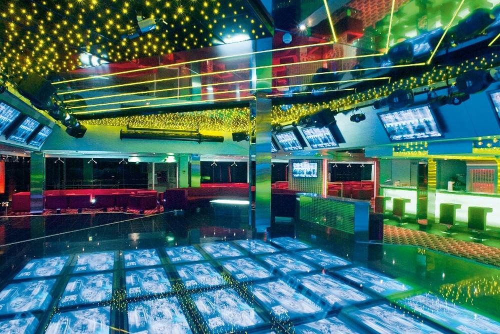 Interior do navio MSC Música