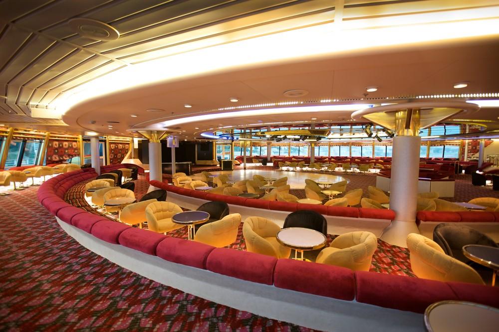 Lounge do navio cruzeiro Sovereign, da Pullmantur