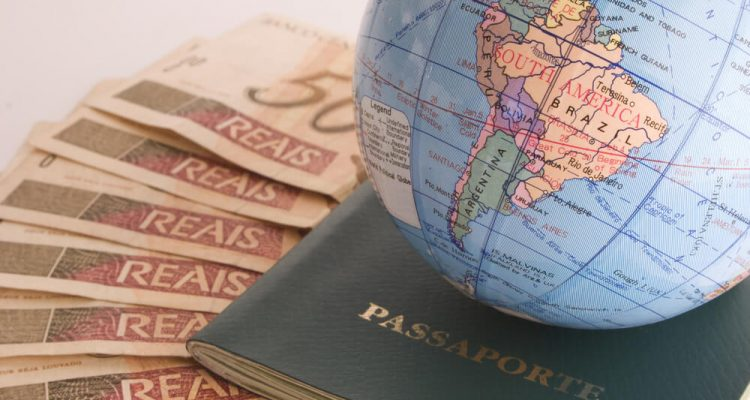 A taxa atual para tirar o passaporte é de R$256,25