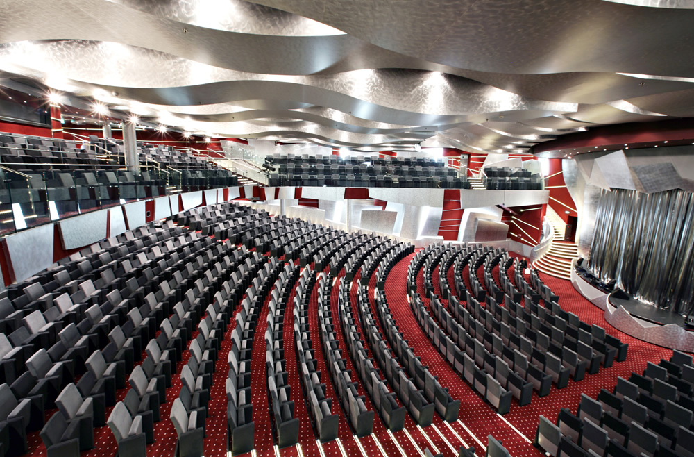 Teatro do MSC Fantasia com 1,5 mil lugares