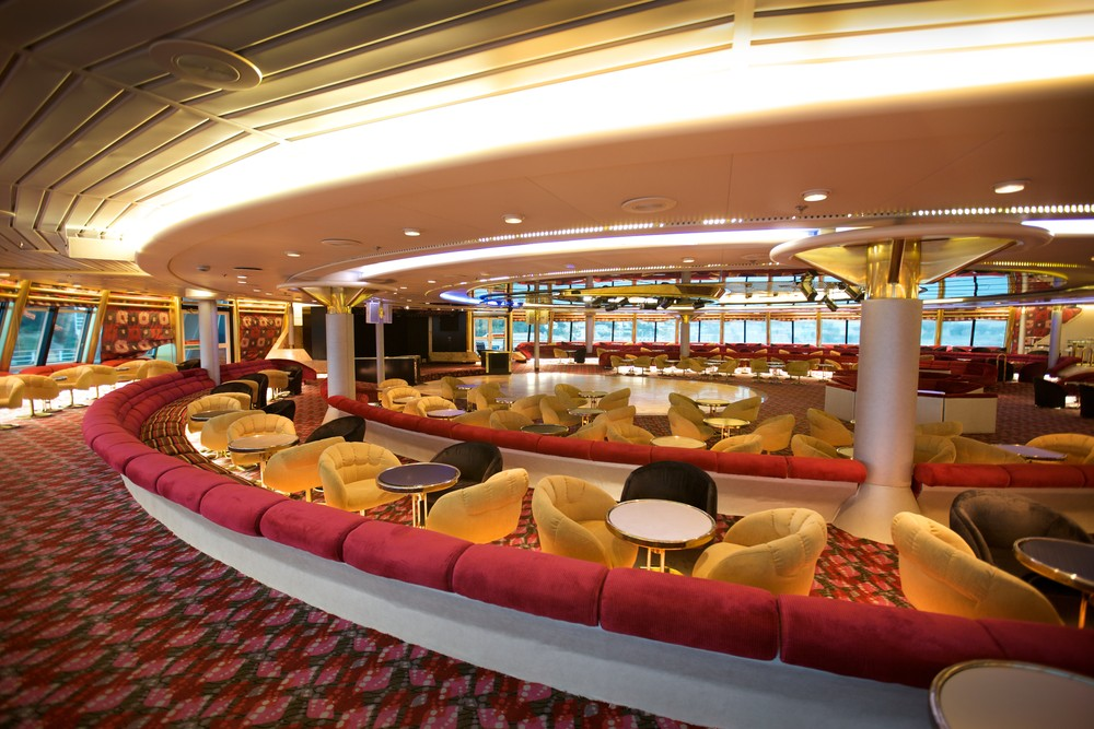 Lounge do navio cruzeiro Sovereign, da Pullmantur